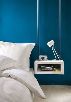 Une peinture bleue pour réveiller la chambre à coucher