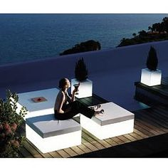 Modern illuminated Quadrat outdoor stools for the patio, garden, pool and exterior. Garden Seat Cushions, Modern Garden Furniture, Wicker Furniture, Furniture Design, Rustic Furniture, Garden Side Table, Outdoor Stools, Outdoor Seating, Casa Clean