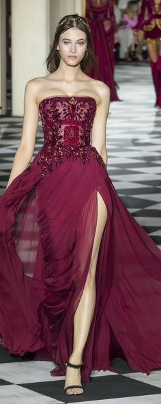 Zuhair Murad Fall-winter - Couture - www. - ©ImaxTree Zuhair Murad Fall-winter – Couture – www.c… – ©ImaxTree Zuhair Murad Herfst-winter – Couture – www. Trendy Dresses, Nice Dresses, Formal Dresses, Women's Dresses, Dresses Online, Beautiful Gowns, Beautiful Outfits, Couture Dresses, Fashion Dresses