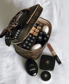 Classy Aesthetic, Aesthetic Makeup, Luxury Lifestyle Women, Luxury Purses, Chanel Makeup, Beauty Make Up, Makeup Collection, Makeup Cosmetics, Girly Things