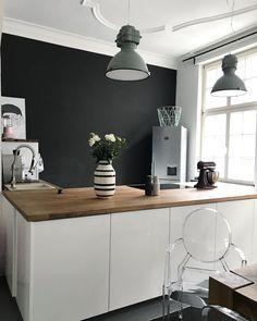 LOUIS GHOST - Das Statement-Piece, auf das Interior-Liebhaber weltweit setzen macht sich in jeder Küche gut. Der mondäne Armlehnstuhl von Kartell wird aus Polycarbonat gefertigt und ist dank seinem transparenten Äußeren ein unaufdringlicher Hingucker. // Home Decor Wohnzimmer Stuhl Küchenstuhl @tinkabell00