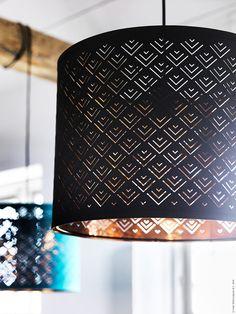 NYMÖ skärm kan både hänga i taket som en taklampa eller användas på en golvlampfot som golvlampa. 80% polyester/20% bomull och pulverlackad stål, finns i tre storlekar: Ø19 cm, Ø37cm, Ø59 cm.