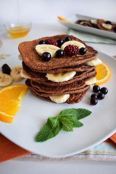Clatite proteice cu banane si fulgi de ovaz   Foodieopedia Smoothie, Pancakes, Food And Drink, Breakfast, Banana, Morning Coffee, Smoothies, Pancake, Crepes