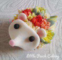 Flower Hedgehog Cupcake tutorial – Little Peach Cakery - Modern Animal Cupcakes, Giant Cupcakes, Easter Cupcakes, Flower Cupcakes, Christmas Cupcakes, Mocha Cupcakes, Gourmet Cupcakes, Strawberry Cupcakes, Velvet Cupcakes