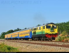 RailPictures.Net Photo: BB30402 PT. Kereta Api Indonesia M1500BB at Banyuwangi, Indonesia by Kulo Rikunten