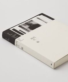 Book design - really like this clean look for a book cover and might try to recreate it for my book cover. Print Layout, Layout Design, Print Design, Branding, Minimal Book, Design Package, Design Editorial, Buch Design, Design Brochure
