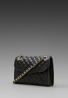 Bags & Handbag Trends : Rebecca Minkoff Diamond Quilt Mini Affair in Black An affordable version of - Flashmode Worldwide All About Fashion, Passion For Fashion, Fashion Agency, Trendy Handbags, Diamond Quilt, Small Leather Goods, Hot Outfits, Mini Me, Clutch Purse