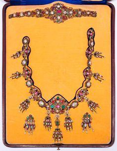 EMAIL-EDELSTEIN-DEMI-PARURE, Frankreich, um 1870-1900.Silber und Gold.Sehr dekoratives Neorenaissanc
