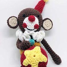 Nosso amigo Macaquias, muito simpático e fofo! ----- Encomendas:  capitaganchocroche@hotmail.com ✈ Enviamos para todo o Brasil ----- #croche #crochetaddict #moderncrochet #artesanato #semprecirculo #brinquedos #circus  #circo  #clowns  #feitoamao  #ganchillo #crochet #craftastherapy #heklanje #crochetdoll #munheca #handmade  #design #yarnaddict  #monkey  #kidsroom  #criançafeliz  #crianças  #amigurumi