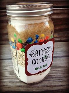 28 Mason Jar Food Gifts That Are Easy But Thoughtful Help your loved ones make putting cookies out for Santa a little bit easier. Get the recipe from Cul de Sac Cool. Mason Jar Cookie Recipes, Mason Jar Cookies, Mason Jar Meals, Meals In A Jar, Jar Recipes, Freezer Recipes, Santa Cookies In A Jar Recipe, Freezer Cooking, Brownie Mix In A Jar Recipe