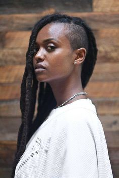 Styles For Black Hair Short Hair Images, Short Hair Cuts, Short Hair Styles, Dreadlock Styles, Dreadlock Rasta, Very Short Haircuts, Shaved Sides, Dreadlocks, Afro Hairstyles