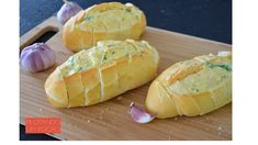Quer fazer aquele pão com alho maravilhoso para acompanhar o churrasco sem gastar um dinheirão? É bem simples, vem ver!