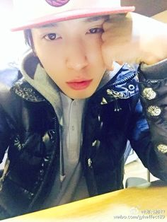JungYongHwa selfie simplemente perfecto Cr : weibo