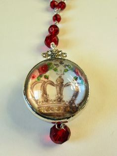 Red Crown/Tiara Charm Necklace by pinkprincesscharming Jewelry Crafts, Jewelry Art, Beaded Jewelry, Vintage Jewelry, Handmade Jewelry, Jewelry Design, Make Your Own Jewelry, Jewelry Making, Resin Jewlery