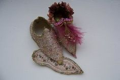 Annette Emms teaches a workshop on how to make 'Fairy Shoes' in England! Wish I could be there...