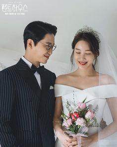 Penthouse Pictures, New Korean Drama, Foto Wedding, Drama Funny, Minimalist Wedding Dresses, Korean Wedding, Kdrama Actors, Drama Korea, Cute Actors