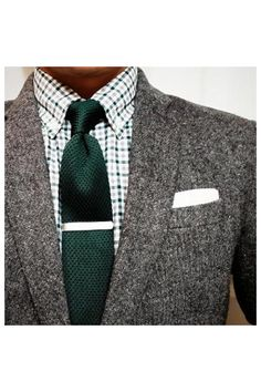 Cravate - vert - Veste - tweed - gris - chemise - carreaux -