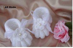 çiçekli şişle örme bebek patiği