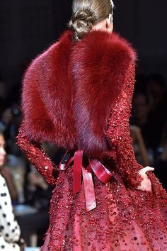 View all the detailed photos of the Elie Saab haute couture fall 2014 showing at Paris fashion week. Style Couture, Couture Details, Haute Couture Fashion, Fashion Details, Fashion Design, Fur Fashion, Fashion Week, High Fashion, Womens Fashion