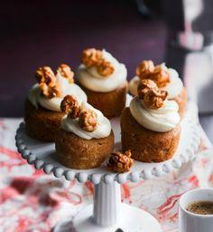 Valkosuklaamuffinit | Reseptit | Anna.fi Mini Cupcakes, Popcorn, Cheesecake, Baking, Desserts, Anna, Food, Tailgate Desserts, Deserts