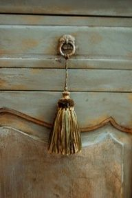 Love the beautiful blending of colors. Closeup of another Annie Sloan Chalk Paint project. Annie Sloan Chalk Paint Projects, Distressing Chalk Paint, Annie Sloan Paints, Chalk Paint Furniture, Furniture Projects, Furniture Makeover, Bedroom Furniture, Diy Projects, Distressed Furniture
