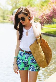 Sarah Vickers of Classy Girls Wear Pearls wears a VINEYARD VINES top, J.CREW shorts and bag, and LOREN HOPE earrings.