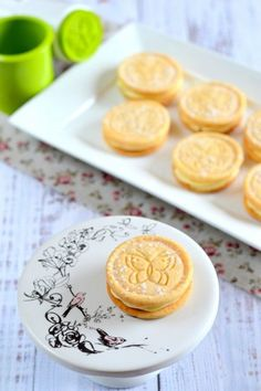 Vaníliakrémes mézes keksz Stamp Cookies Recipe, Cake Cookies, Hungarian Desserts, Gourmet Gifts, Pavlova, Cookie Jars, Cookie Recipes, Food To Make, Biscuits