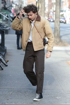 First Daniel Day-Lewis, Now Brooklyn Beckham Is Rocking This Classic American Workwear Label - First Daniel Day-Lewis, Now Brooklyn Beckham Is Rocking Carhartt – Vogue - Hipster Outfits Winter, Grunge Outfits, Winter Hipster, Hipster Man, Summer Outfits, Style Indie, Grunge Style, Soft Grunge, Carhartt Workwear