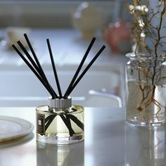 Tailor scents to your home and distinguish areas of relaxation and motivation through fragrance. Essential Oil Perfume, Essential Oil Diffuser, Essential Oils, Home Candles, Luxury Candles, Casablanca, Room Scents, Room Diffuser, Luxury Rooms