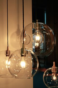 . Stor glaslampa med snyggt mässingsfäste från Belid.