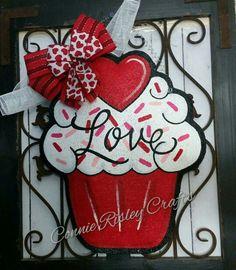 Valentine& Day Cupcake Burlap Door Hanger by ConnieRisleyCrafts Valentine Day Cupcakes, Valentine Day Wreaths, Valentines Day Decorations, Valentine Day Crafts, Valentine Stuff, Valentine Ideas, My Funny Valentine, Cross Door Hangers, Burlap Cross