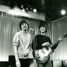 Mick Jagger & Keith Richards - The difference Mick Jagger Rolling Stones, Los Rolling Stones, Rock N Roll, The Roling Stones, Waiting On A Friend, Moves Like Jagger, Twist And Shout, Vintage Classics, Janis Joplin