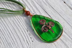 Irish copper inlay emerald green celtic design green pendant necklace. $30.00, via Etsy. Green Pendants, Glass Pendants, Viking Art, Funky Jewelry, Jewelry Box, Celtic Designs, Fused Glass Jewelry, Glass Design, Emerald Green