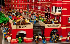 This is great - I like this bar (The Betjemans Arms in St Pancreas) and I love this LEGO version. Quality!