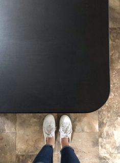 Painting Formica Countertops, Refinish Countertops, Black Laminate Countertops, Glass Countertops, Black Chalkboard Paint, Chalkboard Art, Countertop Materials, Decoration, Kitchen Makeovers