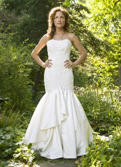 Thought you would love to see this gorgeous wedding dress.