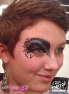 Monique Lily's eye design Mehron paradise makeup AQ storm cloud & black - paradise detailz black & white @ Mehron booth, Cosmetica Hannover