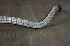 Bling your horse with these handmade browbands for horses. Exclusive designs and available in many sizes and colors. Unique browbands and bridles at www.wwfrontriemen.nl