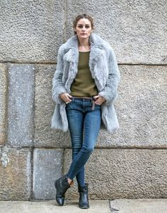 Olivia Palermo teddycoat jeans and green sweater Olivia Palermo Outfit, Estilo Olivia Palermo, Olivia Palermo Lookbook, Olivia Palermo Style, Parisienne Chic, Best Winter Coats, Foto Blog, Winter Mode, Inspiration Mode
