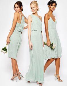 Mint Mismatched Bridesmaid Dresses. How to style the mix and match bridesmaid dresses in mint and aqua colors for a wedding.