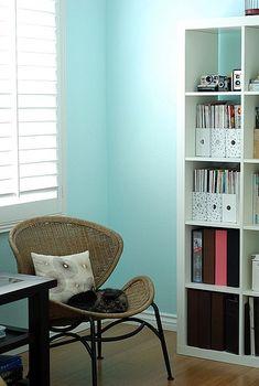 turquoise walls with ikea expedit Bedroom Door Design, Bedroom Doors, Turquoise Walls, Turquoise Color, Tv Wall Design, Bedroom Color Schemes, Blue Rooms, Beautiful Bedrooms, Painting
