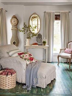 Makeover Ideas for a DIY Country Dream House is part of Victorian Cottage Living Room - From shabby to chic, these country makeovers span from cabins, to cottages, to fullon retreats Style Cottage, Rose Cottage, Cottage Living, Cottage Homes, Country Living, Shabby Cottage, Cozy Living, Style At Home, Casa Mimosa