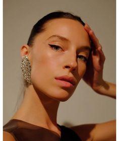 Inspiration make-up pour une sortie du week-end : le cat eye du mannequin Alix Angjeli