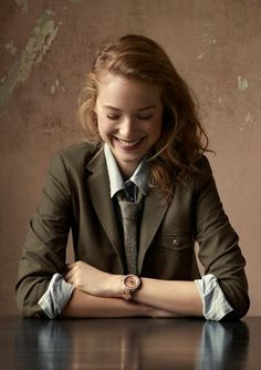 Great menswear-inspired outfit: blazer, button down, tie. I like that it's fitted, slim, feminine Tomboy Outfits, Tomboy Fashion, Look Fashion, Womens Fashion, Fashion Tips, Blazer Outfits, Fashion Ideas, Blazer Shirt, Shirt Skirt