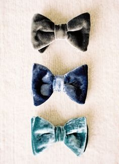 velvet bow-ties for a winter wedding | Photo by Jen Huang