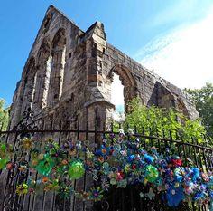 Hippystitch: York's Bloomin' Marvellous Flowerwall in Bloom! - Part 1 Orange Flowers, White Flowers, After School, Community Art, Flower Making, Flower Wall, Brooklyn Bridge, Bloom, York