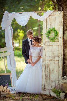 fotobox hochzeit, fotowand hochzeit, fotokulisse hochzeit, fotobox ideen Celebrities, Wedding Dresses, Pictures, Wedding Ideas, Weddings, Fashion, Bow Wedding, Hairdo Wedding, Wedding Background