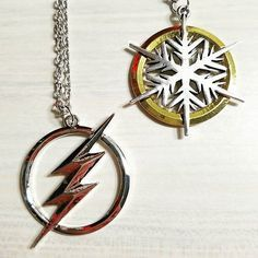 💙 Came home to find my two new favorite (for my two favorite characters) had arrived in the mail! I meaan the flash necklace was supposed to be gold instead of silver, but still ~ what a lovely day! Little Man Style, Flash Wallpaper, Fandom Jewelry, Soul Stone, The Flash Season, Killer Frost, Nerd Fashion, Gold Chains For Men, Supergirl And Flash