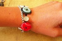 Button Bracelets, cool activity to make gifts for family from grandma's old buttons!