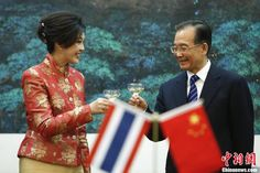 Chinese Premier Wen Jiabao and Thai Prime Minister Yingluck Shinawatra toast following talks on April 17.